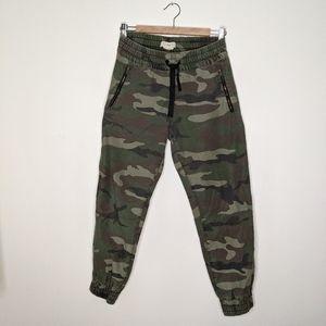 TNA camuflage pants